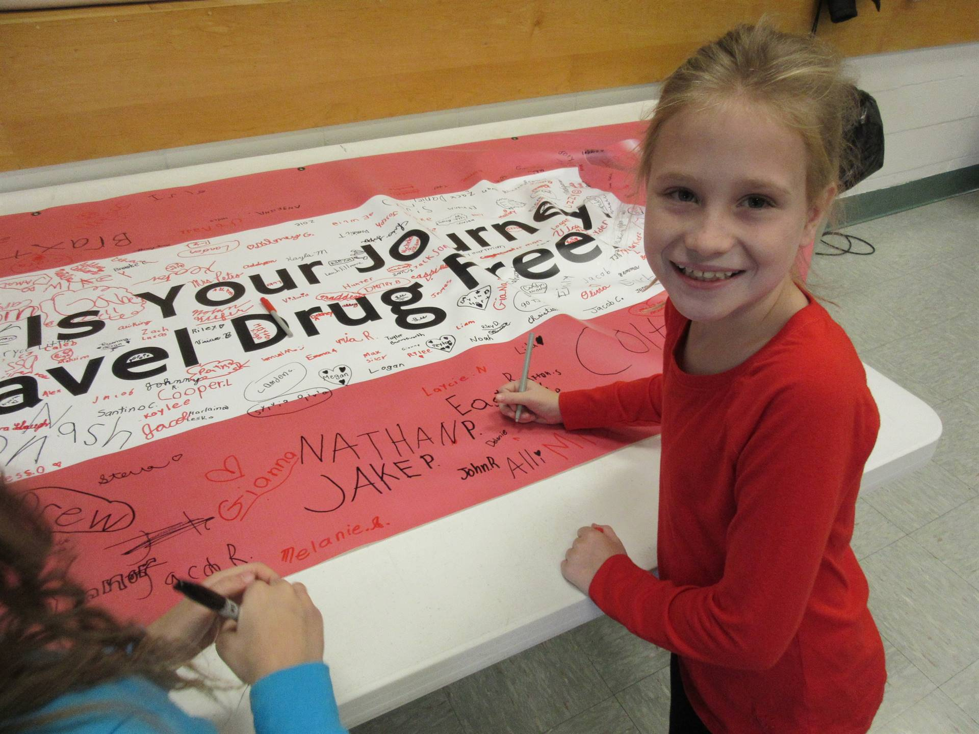 Student signing drug-free pledge