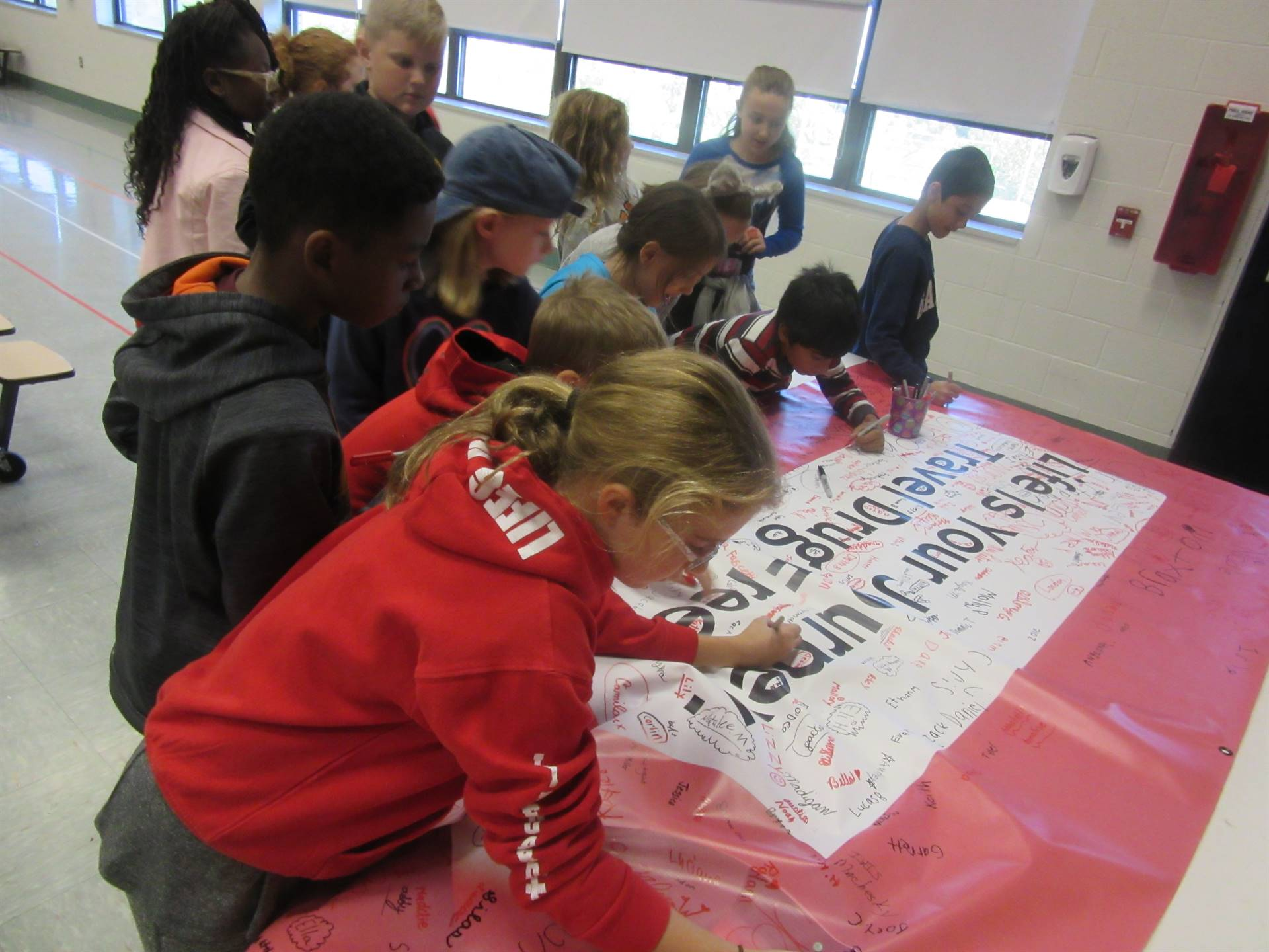 Signing red ribbon pledge