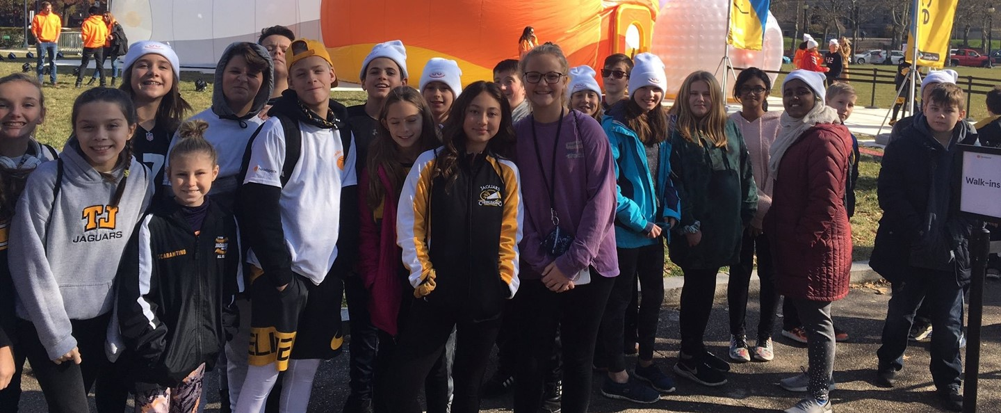 Students at HeadSpace field trip to Schenley Plaza